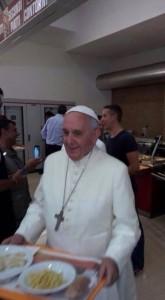 Bergoglio pseudopapa democratico alla mensa vaticana (25 luglio 2014) 6