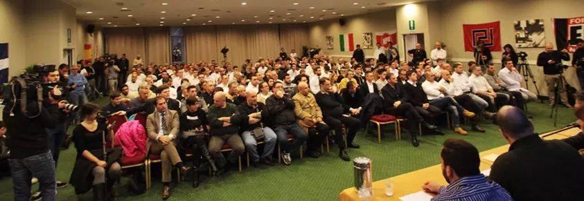 Milano, sala gremita