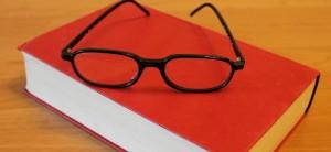 libro occhiali
