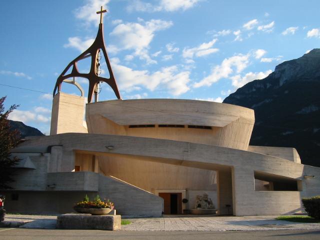 Chiesa parrocchiale di Maria Immacolata, a Longarone, progettata da G. Michelucci (1982). Esterno