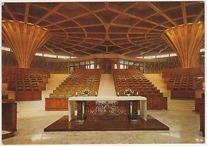 Trissino (Vicenza). La chiesa parrocchiale di S. Pietro, progettata durante il concilio vaticano II, che sembra un cinema, opera di Antonio Nervi e F. Vacchini (1975) 2