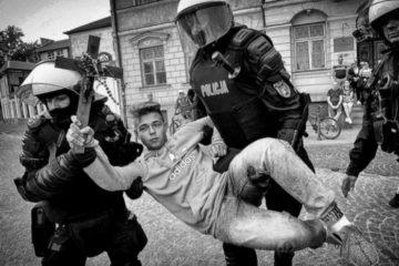 """Quel ragazzino che ha """"esorcizzato"""" il gay pride polacco"""
