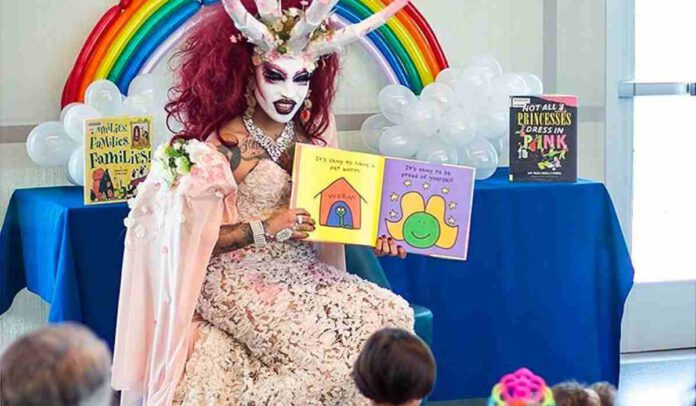 Xochi Mochi: trans satanico insegna ai bimbi che la perversione è normale | www.agerecontra.it